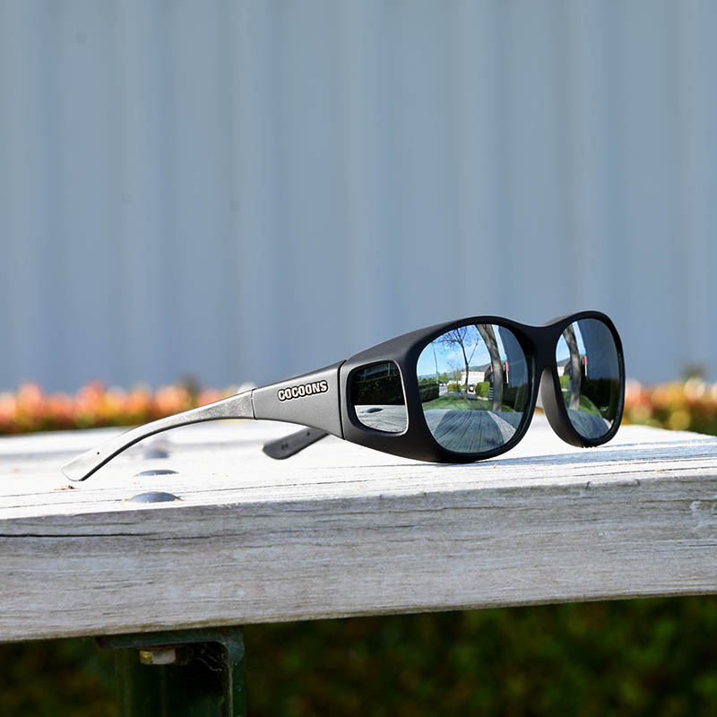 c7d323116b95 Medium sized fitover sunglasses with silver mirror